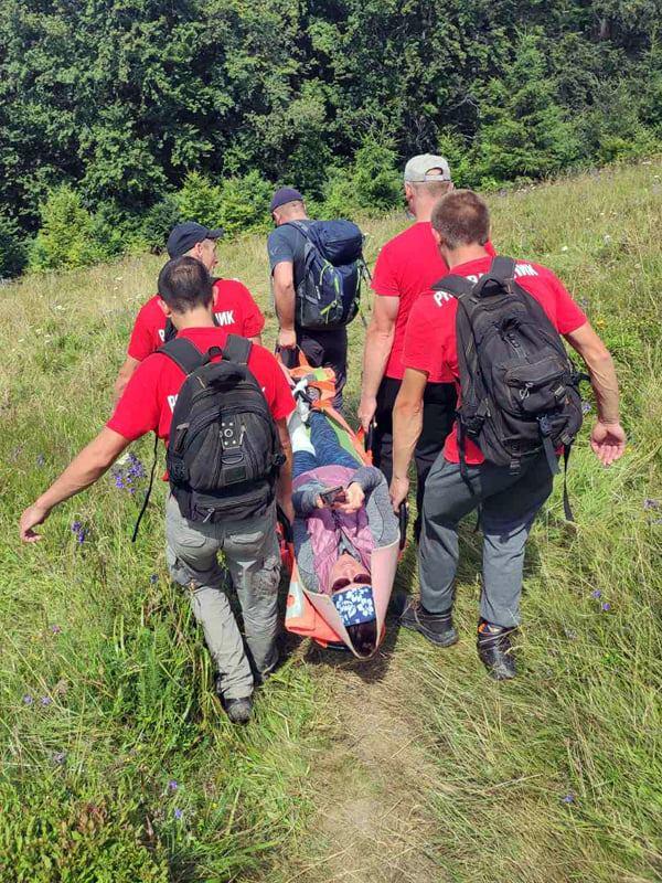 Рятувальники допомогли туристці, яка серйозно травмувала ногу у горах на Воловеччині
