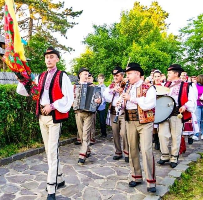 У п'ятницю в сквері біля ОДА виступить з концертом Закарпатський народний хор