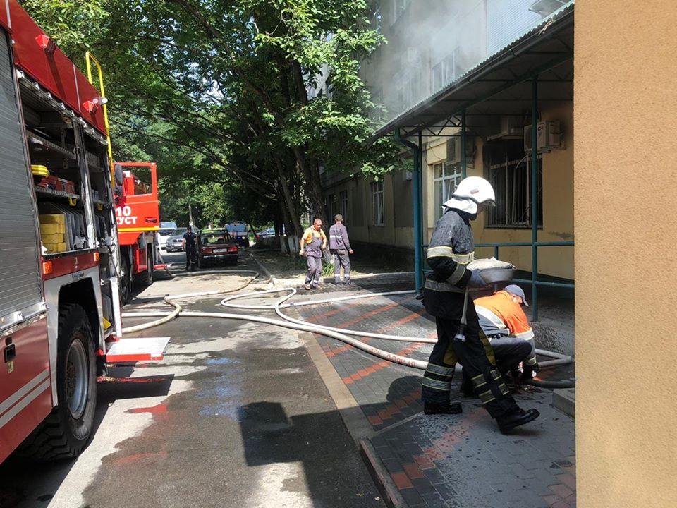 У Хусті горіла районна лікарня – 200 осіб евакуювали