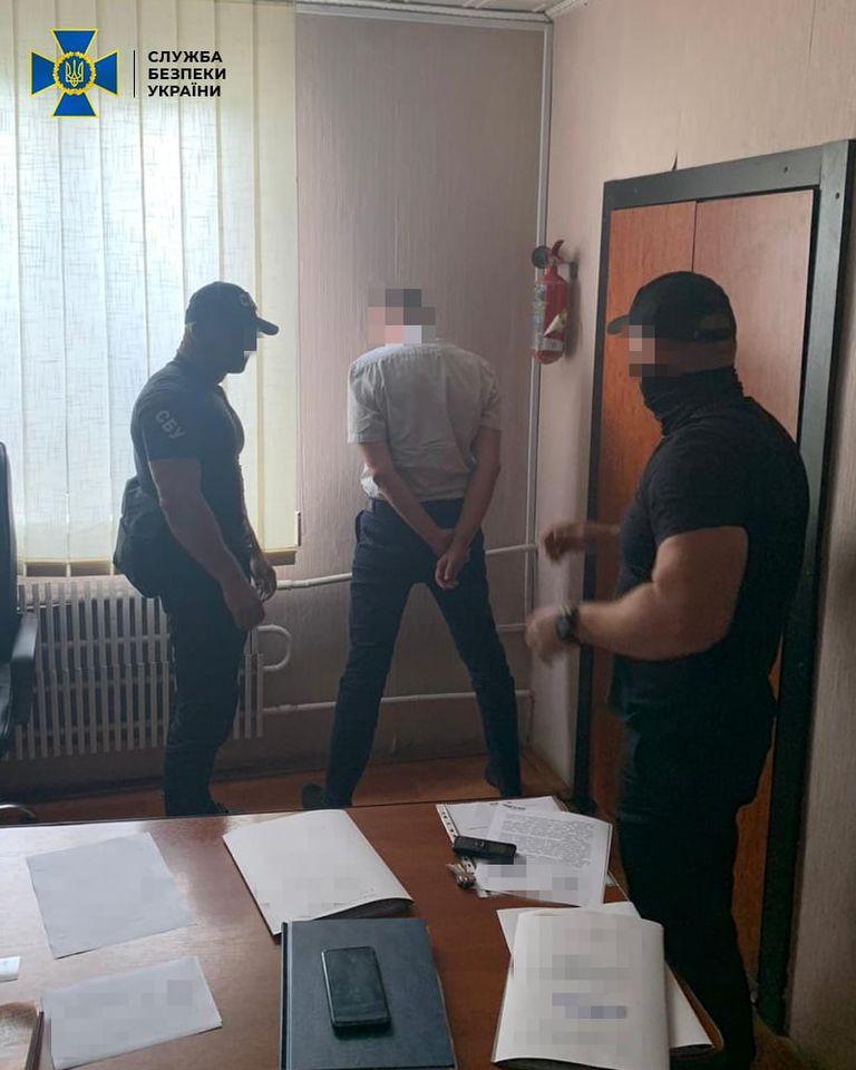 На Тячівщині начальник райвідділу Державної міграційної служби попався на хабарі