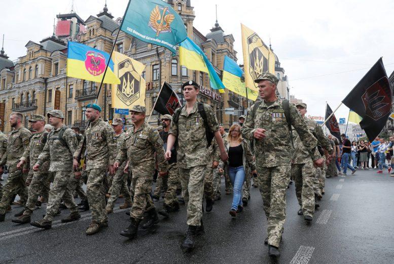 Десятки тисяч людей вийшли на Марш захисників у Києві (відео)
