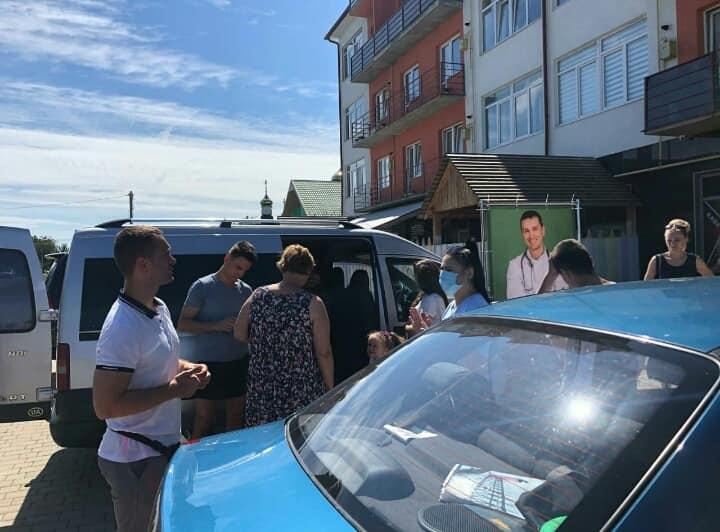 Ужгородський лікар купляє виборців безкоштовними тестами (фото)
