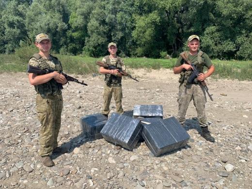 Закарпатські прикордонники за добу запобігли двох спробам контрабанди цигарок