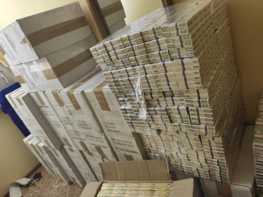 На Закарпатті тікаючи від прикордонників, контрабандисти полишили 14 тисяч пачок цигарок