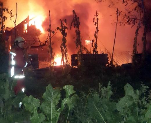 Понад шість годин рятувальники боролися з вогнем, що охопив житловий будинок на Хустщині