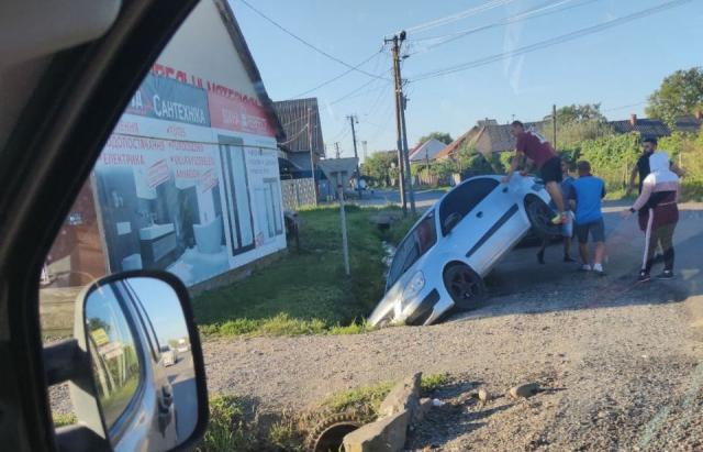 На Мукачівщині зіткнулися вантажівка і легковик – загинув 19-річний хлопець