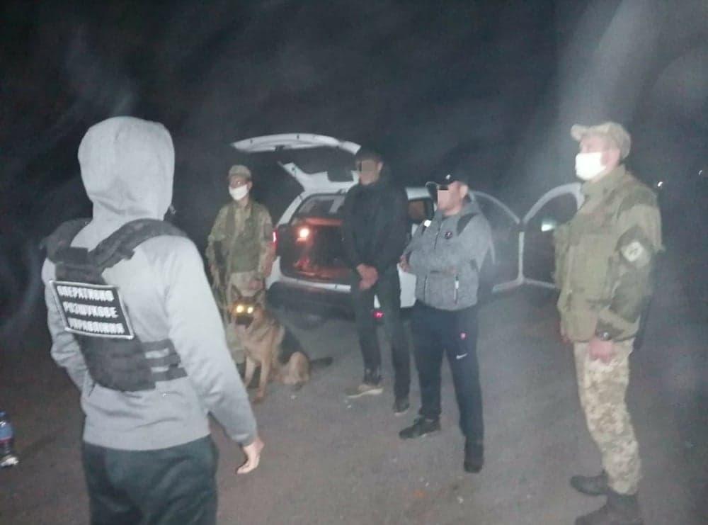 На Закарпатті прикордонники затримали двох нелегалів з Азербайджану та Узбекистану