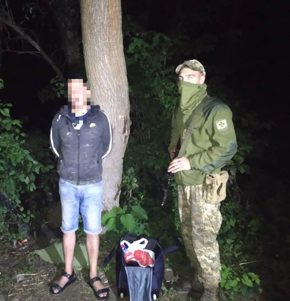 Закарпатські прикордонники затримали нелегала, який збирався перепливти Тису і потрапити до Румунії