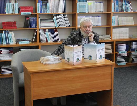 У Закарпатській обласній бібліотеці Сергій Федака представив другий том «Історії України»