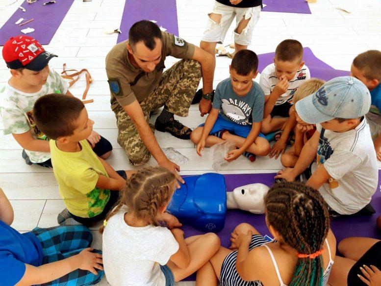 Інструктор з тактичної медицини Ерік Глеба провів навчання з юними спортсменами (фото)