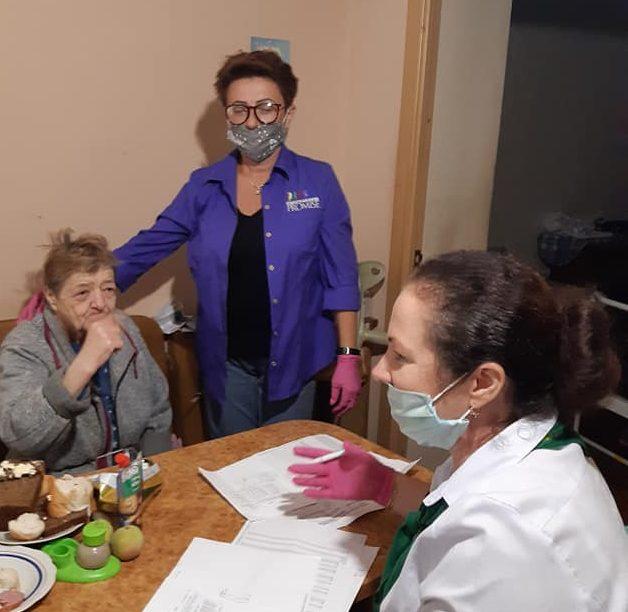 Волонтери Закарпаття продовжують піклуватися про знедолених