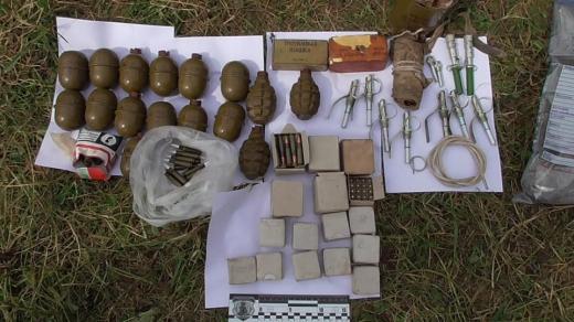 Поліція виявила у закарпатця цілий арсенал зброї