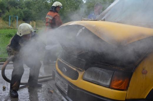 У Мукачеві та Ужгороді вранці горіли автівки