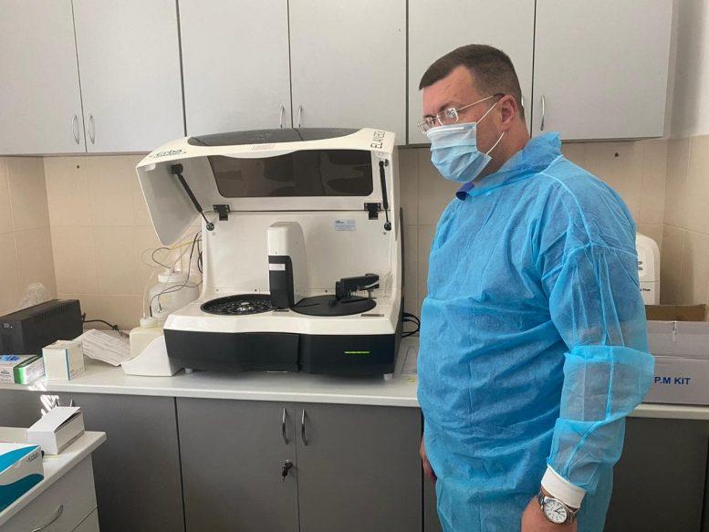 УЗакарпатському центрі легеневих хворобвведено в експлуатацію апарат для проведення тестуваньна основіімуноферментногоаналізу.