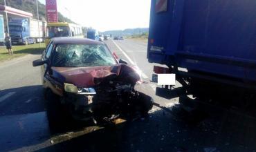 Поблизу Мукачева легковик зіткнувся з вантажівкою (ВІДЕО)