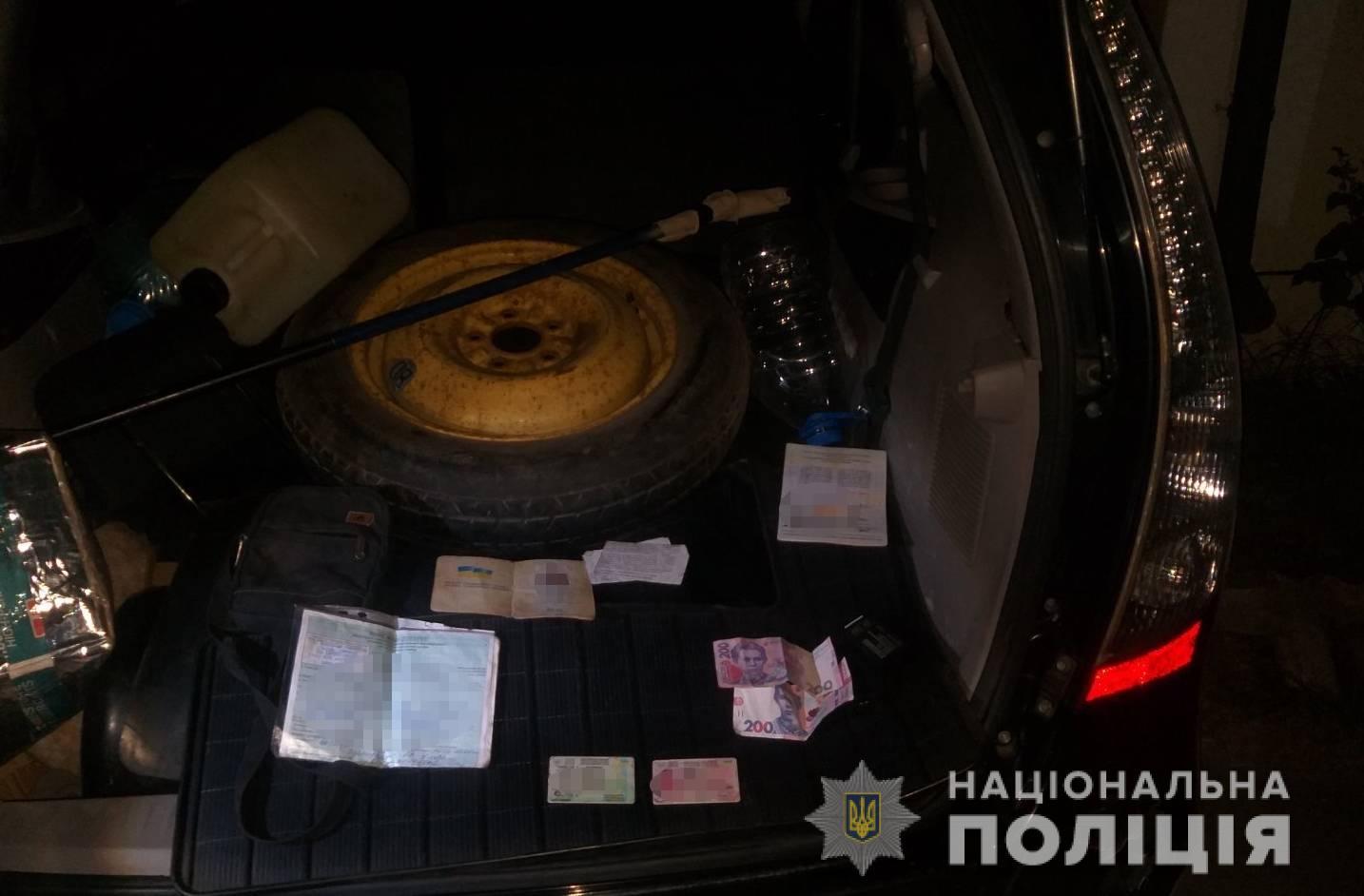 Четверо грабіжників напали на мешканця Берегова – побили, відібрали сумку з грошима і пошкодили авто