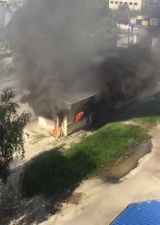 В Ужгороді горіла автобусна зупинка на вул. Грушевського