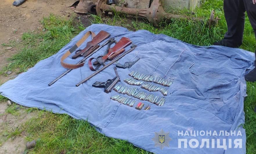 Поліція знайшла зброю на горищі у мешканця Тячівщини