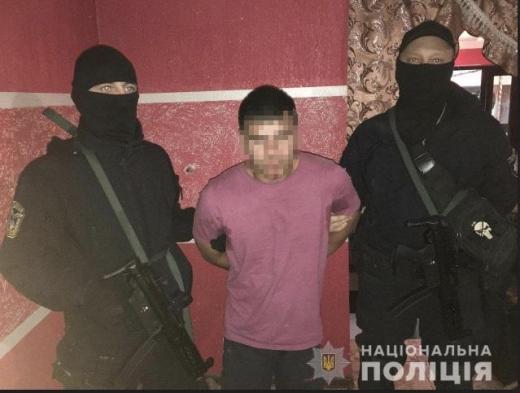 Мешканець Ужгородщини під час обшуку стріляв у поліцейського