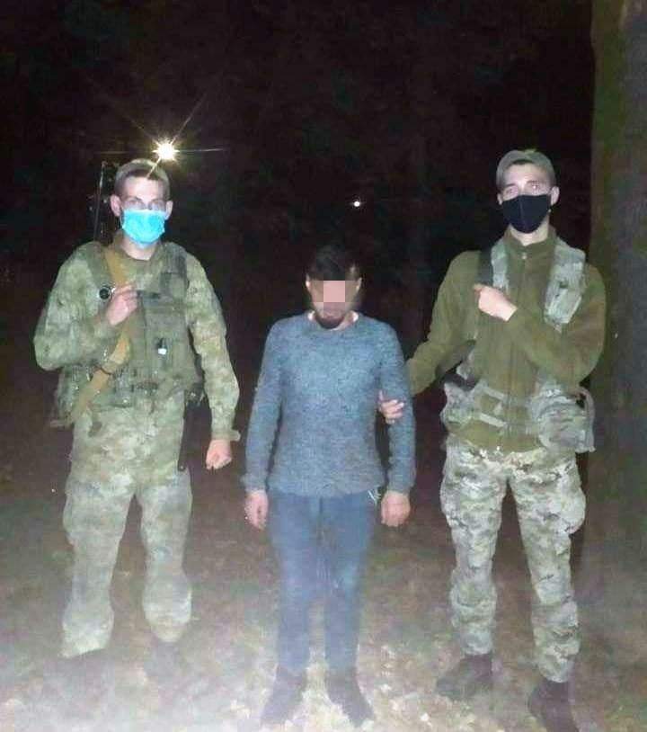 Закарпатські прикордонники затримали нелегала, що намагався потрапити до Словаччини поза пунктом пропуску
