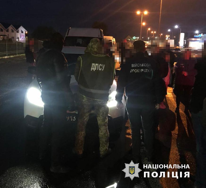 Інспектора Чопського прикордонного загону затримали на хабарі