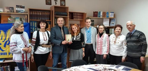 Ужгородці стали на захист книги Вахтанга Кіпіані «Справа Василя Стуса» (фото)