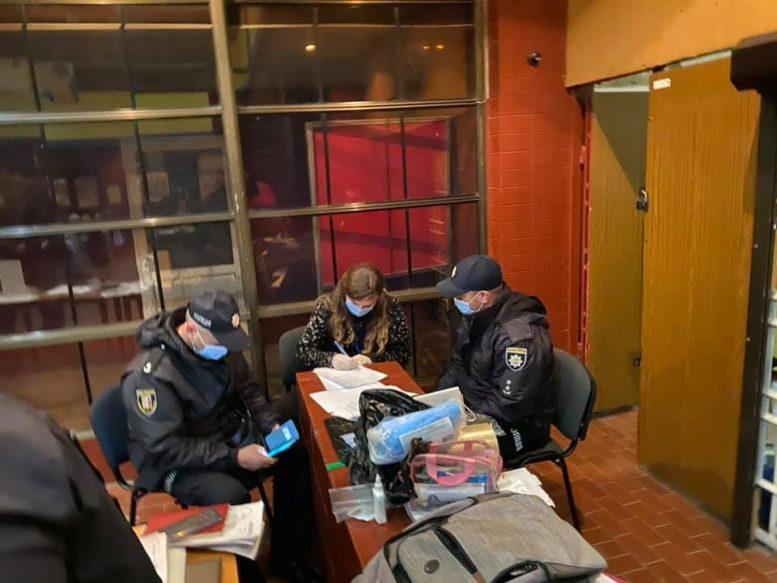 В Ужгороді поліція відкрила кримінальні справи за фактами порушення виборчого законодавства (фото)