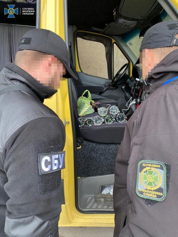 На Закарпатті СБУ попередила нелегальне вивезення за кордон комплектуючих до військових літаків
