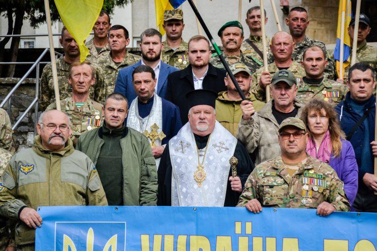 В Перечині пройшла патріотична хода та відбулося вшанування воїна АТО Івана Бабича (фото)