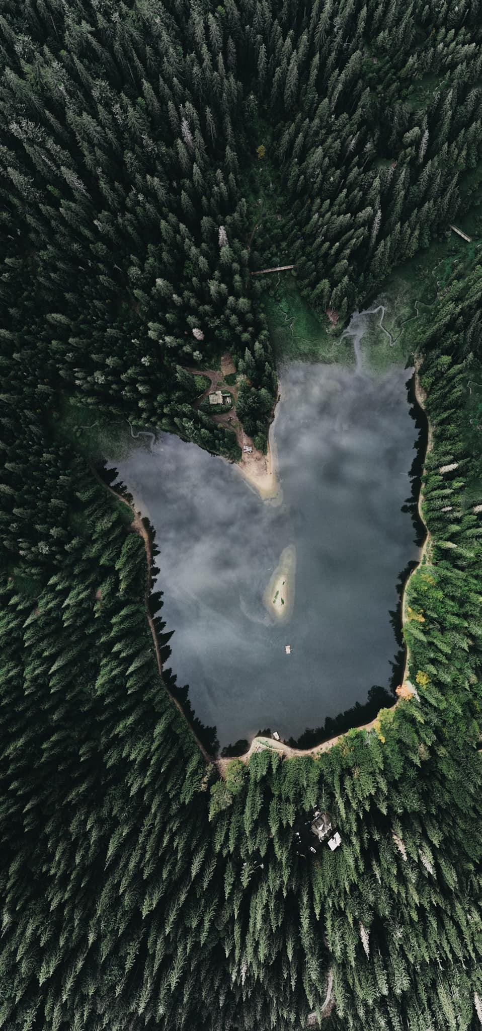 Фотограф показав Синевир та перевал із висоти пташиного польоту