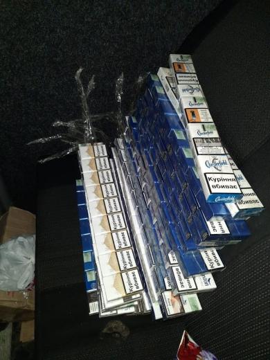 У мікроавтобусі, що прямував до Румунії, закарпатські прикордонники виявили тайник із цигарками