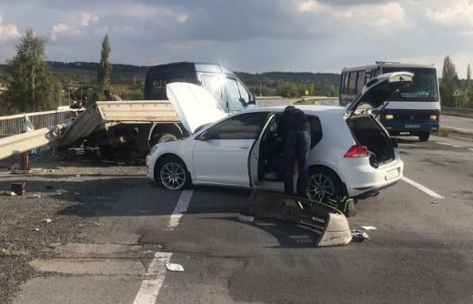 Неподалік Ужгорода зіткнулися дві автівки (ФОТО)