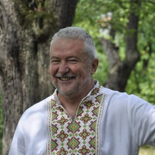 Закарпатська обласна бібліотека запрошує на творчу зустріч з письменником Василем Кузаном
