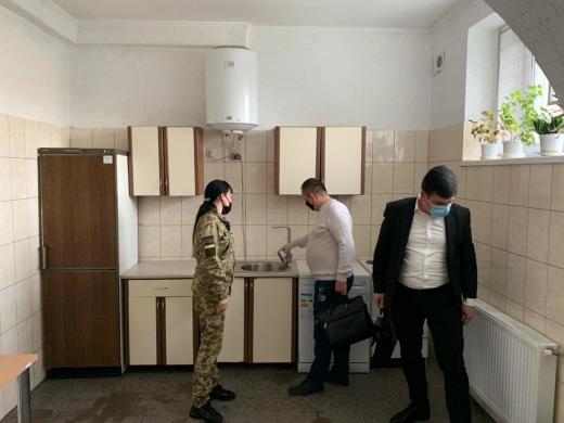 Прокуратура виявила порушення прав затриманих іноземців у Мукачівському прикордонному загоні