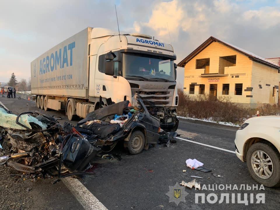 Уточнені дані від поліції про смертельну ДТП на Мукачівщині: п'ятеро загиблих, серед них – двоє дітей (ВІДЕО)