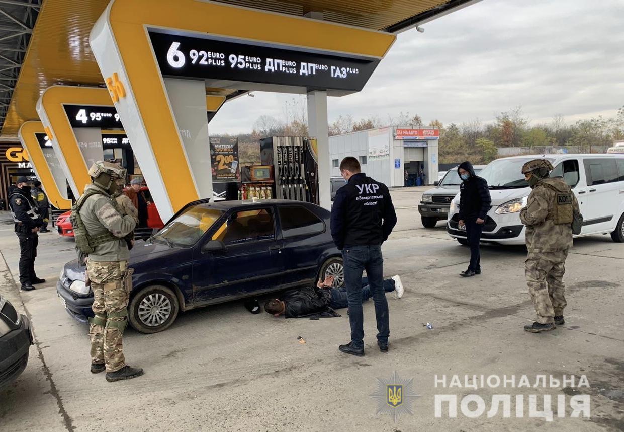 На Мукачівщині поліція затримала озброєного рецидивіста (ФОТО)
