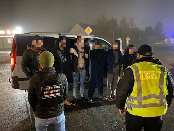 На Берегівщині затримали двох нелегалів разом з переправниками