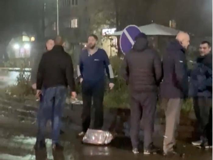 В Ужгороді побили водія, який втікав з місця ДТП (відео)
