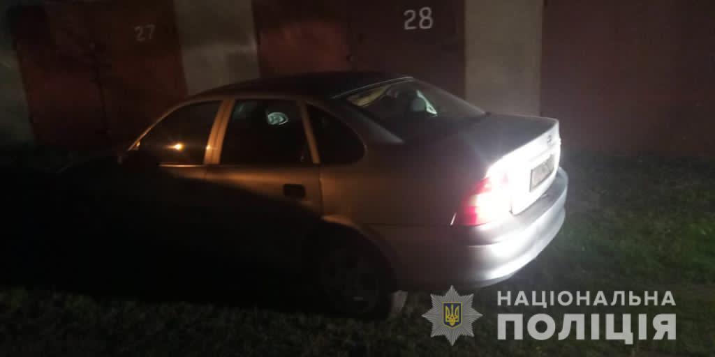 Мешканець Ужгорода вивіз евакуатором припарковане на вулиці чуже авто і продав його