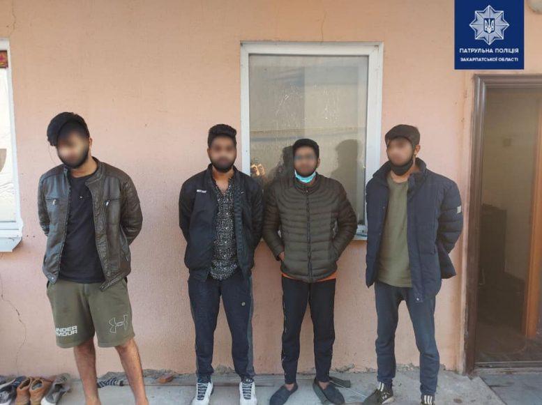 Закарпатські патрульні затримали чотирьох іноземців, які підозрюються у зґвалтуванні