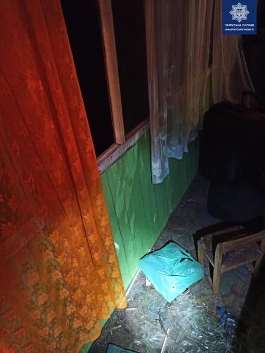 Ужгородські патрульні затримали пару, що незаконно проникла у чужий будинок