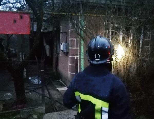 У Мукачеві під час пожежі в житловому будинку чоловік намагався сховатися у шафі