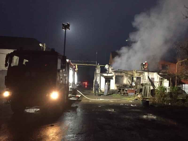 У Іршаві сталася пожежа на території недіючої меблевої фабрики