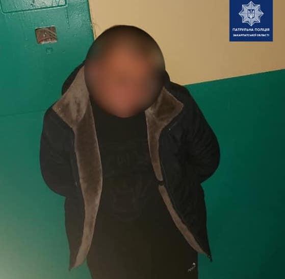 Ужгородські патрульні затримали чоловіка, який причетний до крадіжки з авто