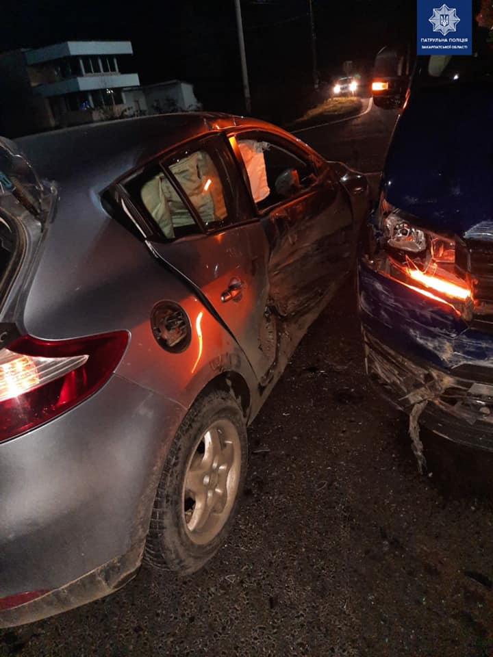 На Мукачівщині зіткнулися дві автівки – один із пасажирів опинився в лікарні