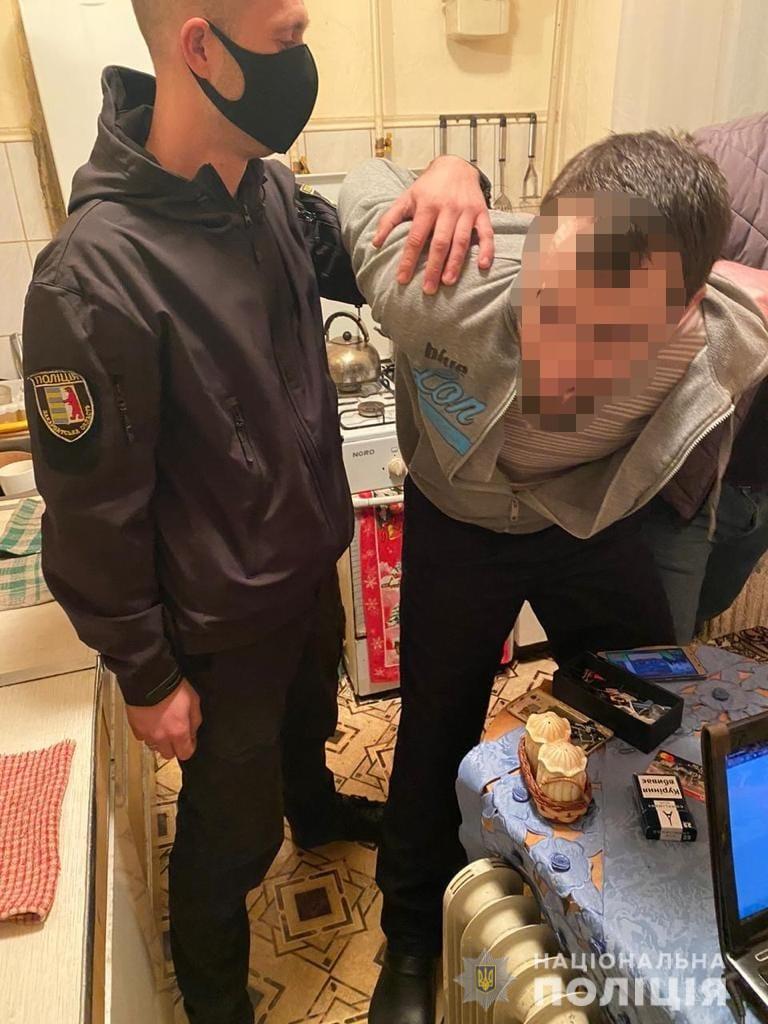 Правоохоронці затримали на Виноградівщині серійного злочинця, який чотири роки переховувався від суду