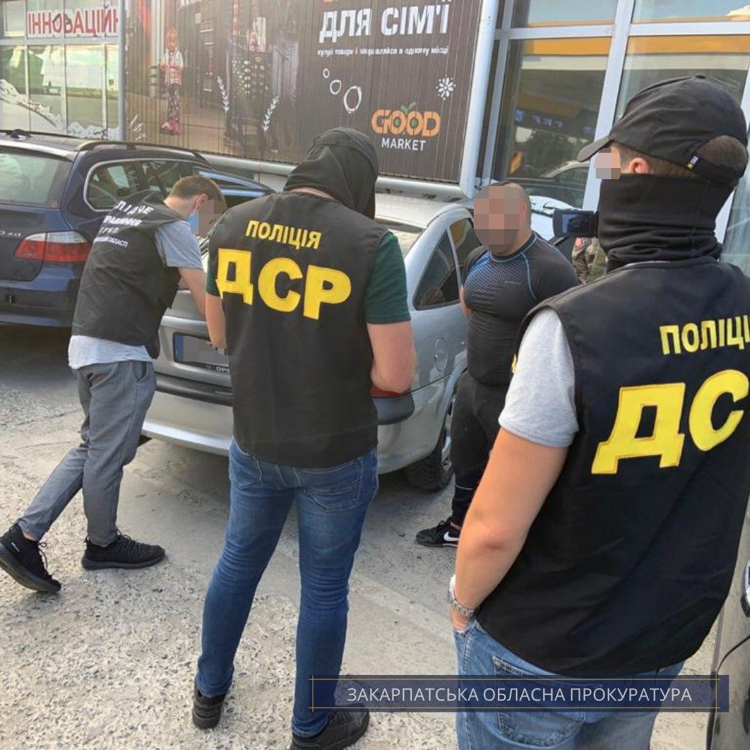 Членам злочинного угрупування, які вимагали гроші від підприємців на Тячівщині, повідомлено про підозру