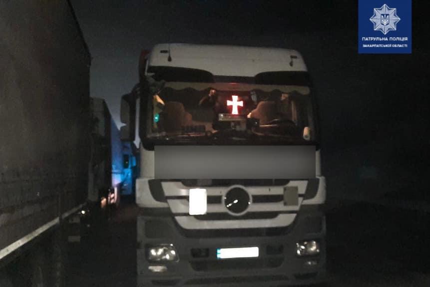 Через п'яного водія на Ужгородщині зіткнулися дві вантажівки
