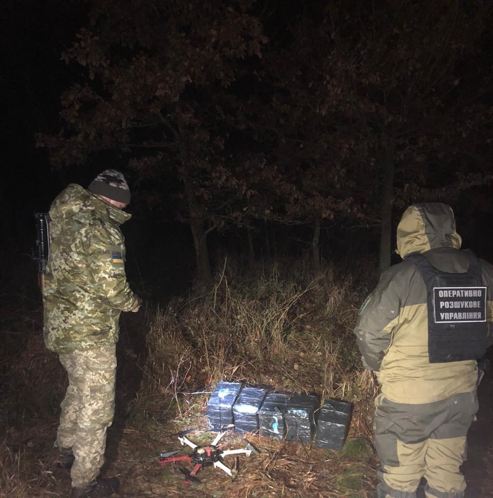 На Тячівщині прикордонники виявили гексакоптер та 5 пакунків з цигарками