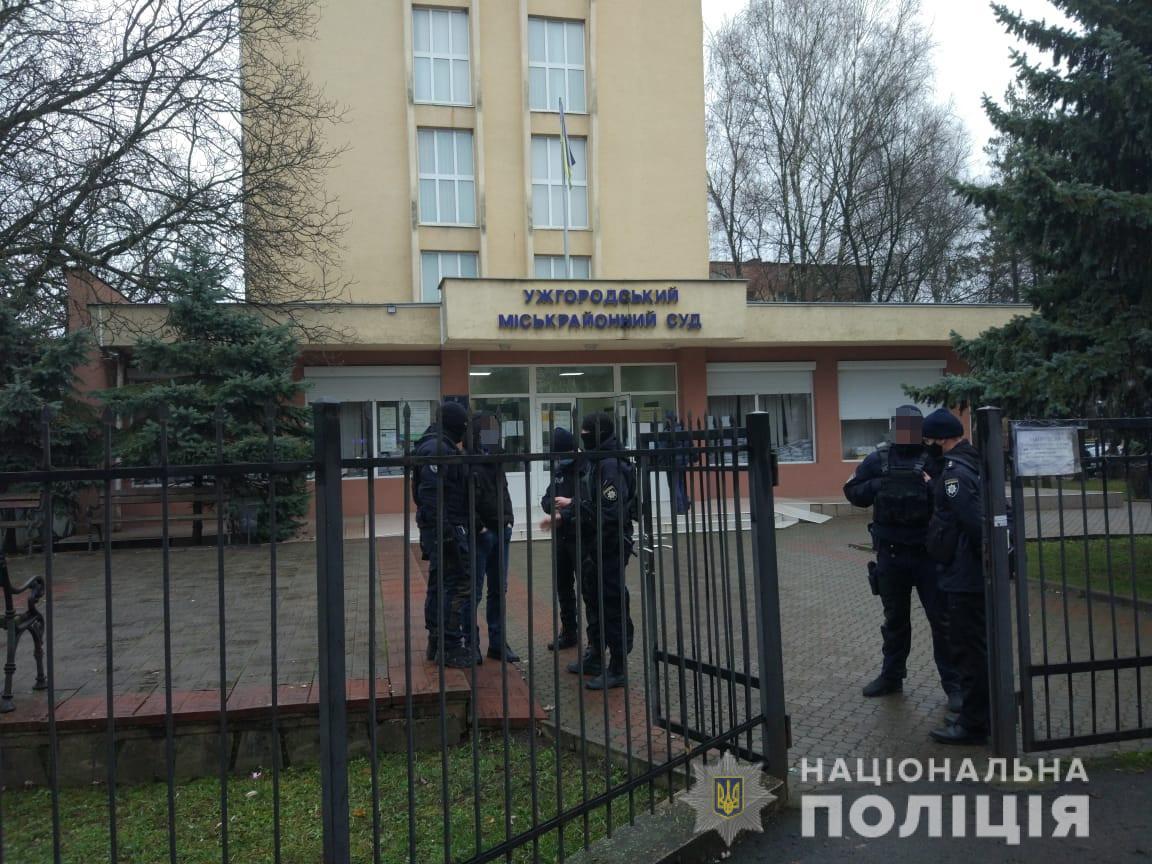 Інформація про замінування Ужгородського міськрайонного суду не підтвердилася – поліція розшукує аноніма